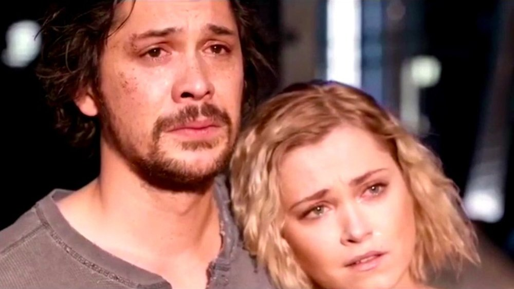 The-100-season-5-finale-Bellarke.jpg
