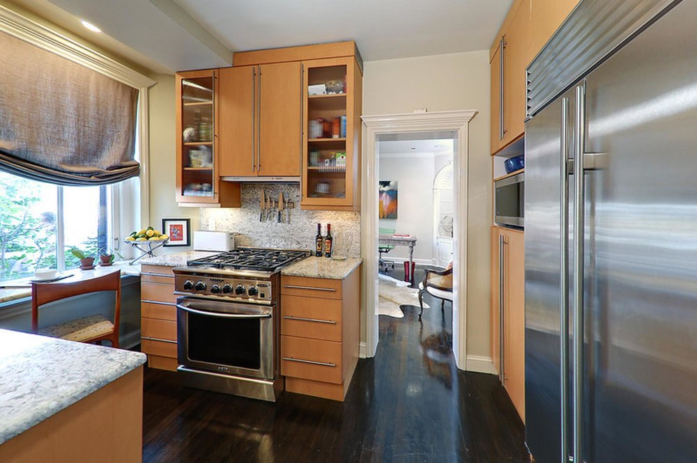 Kitchen Design with wooden cabinet, stainless steel gas cook top and granite counter top