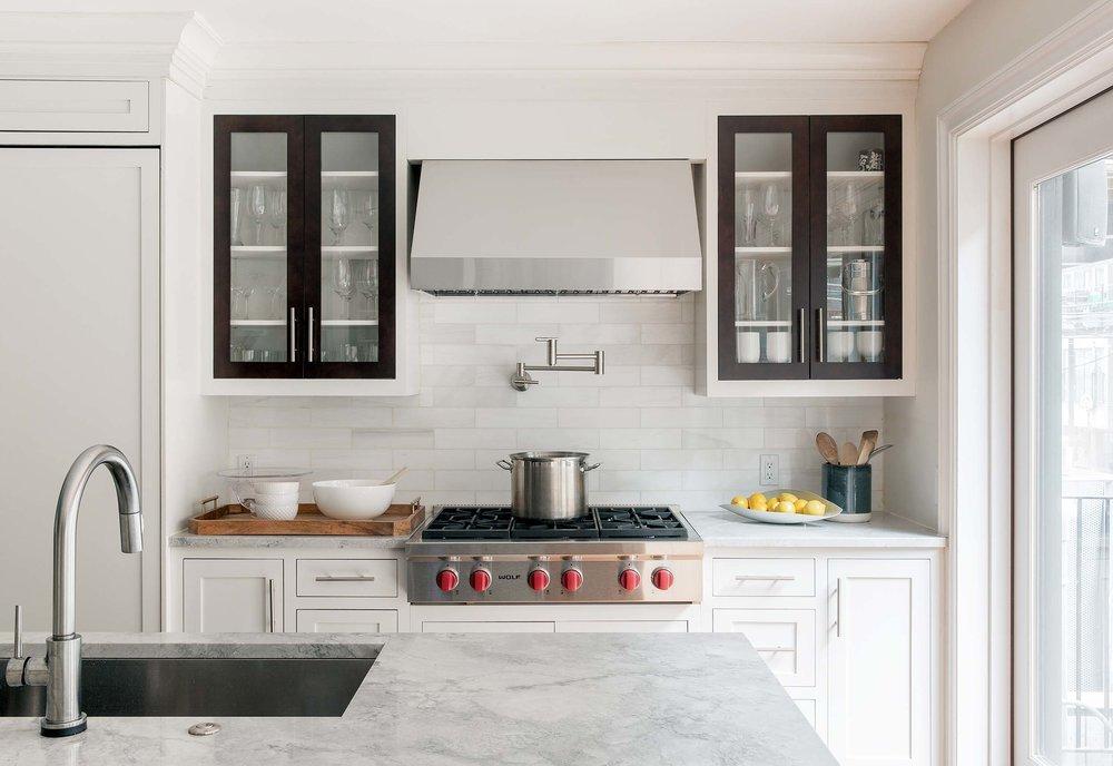 12-Casual-Elegant-Transitional-Contemporary-Top-kitchen-large-island-ideas-Decorator-Best-Interior-Designers-Boston-South-End-Back-Bay-Cambridge-Dane-Austin-Design.jpg