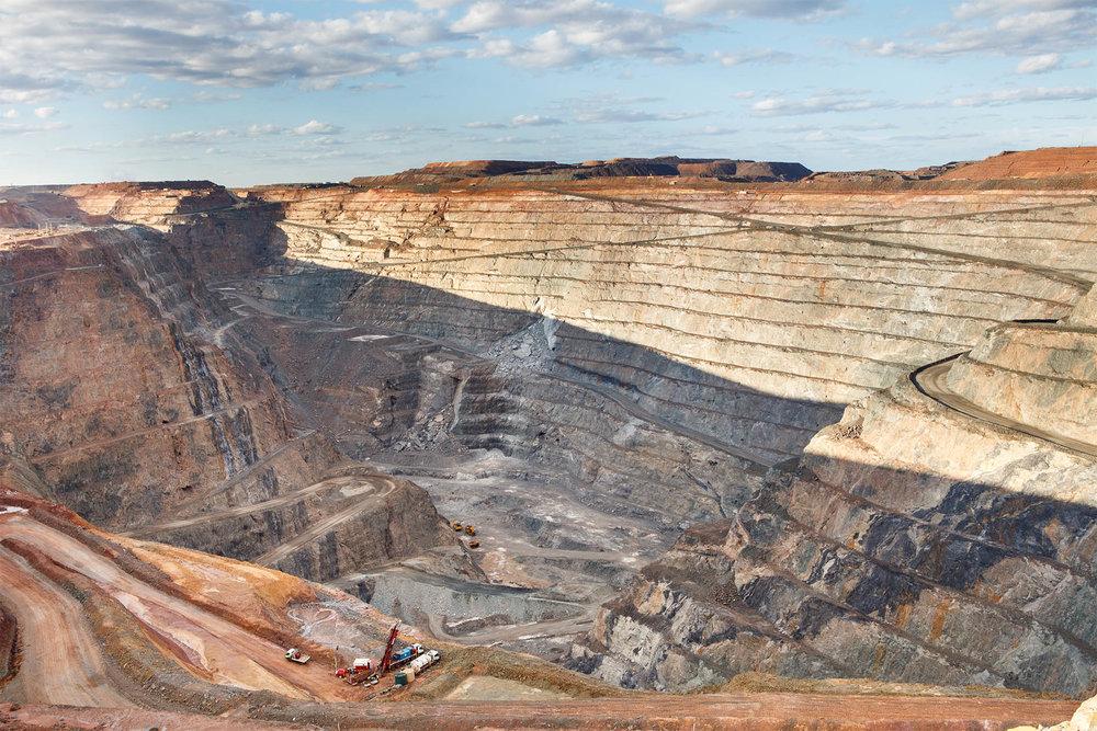 Mnig-Pit-Australia.jpg