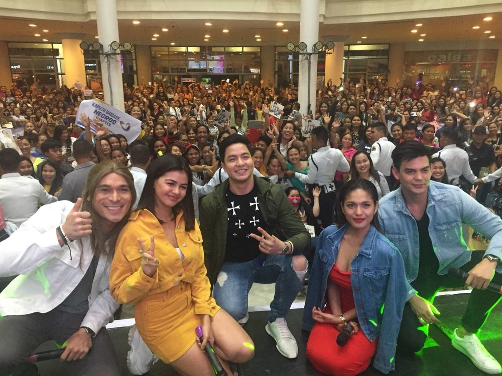 Victor Magtanggol in Bacolod. Alden Richards together with Pancho Magno, Janine Gutierrez, Andrea Torres, and Dion Ignacio.