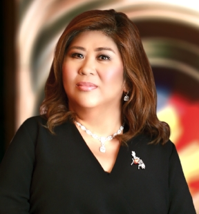 GMA News' Jessica Soho is the first-ever recipient of the Outstanding Media Practitioner award at the third Gawad Midya by the De La Salle University's Student Media Office.