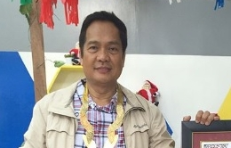 "GMA resident meteorologist Nathaniel ""Mang Tani"" Cruz was given the Dangal ng Lipi Award by the Provincial Government of Bulacan."