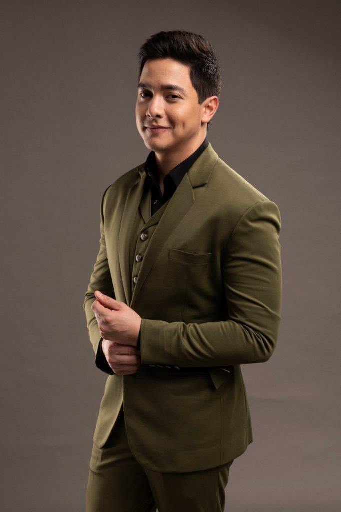 Kapuso Prime Actor Alden Richards is the Most Popular Television Personality of the Year at the 2018 COMGUILD Media Awards.