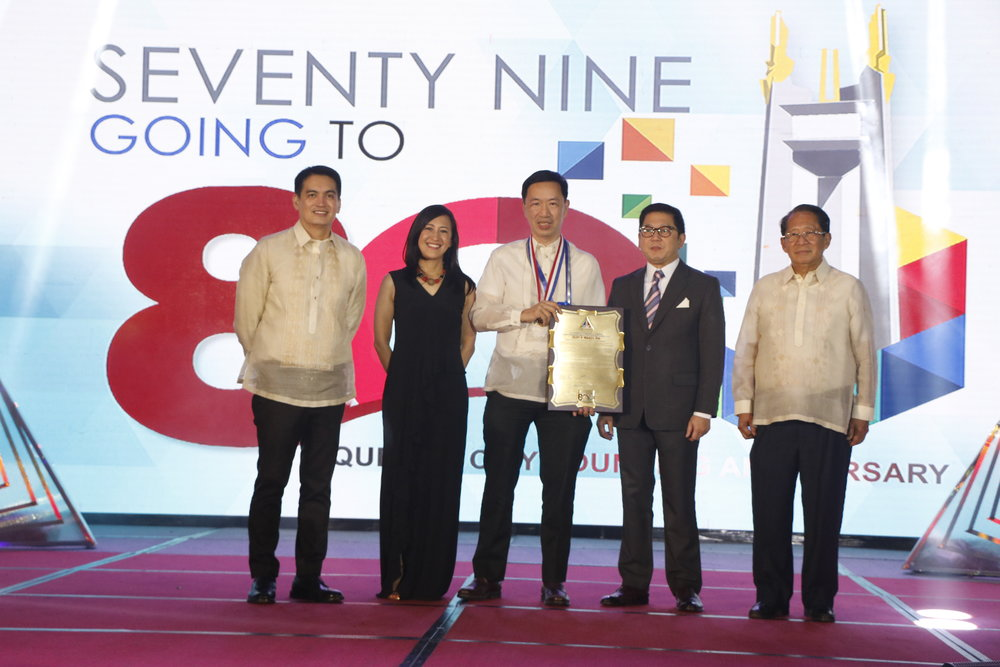 Kamuning Bakery Cafe owner Wilson Lee Flores (3rd from left), receives the Manuel L. Quezon Gawad Parangal,  the highest given to outstanding residents of Quezon City.
