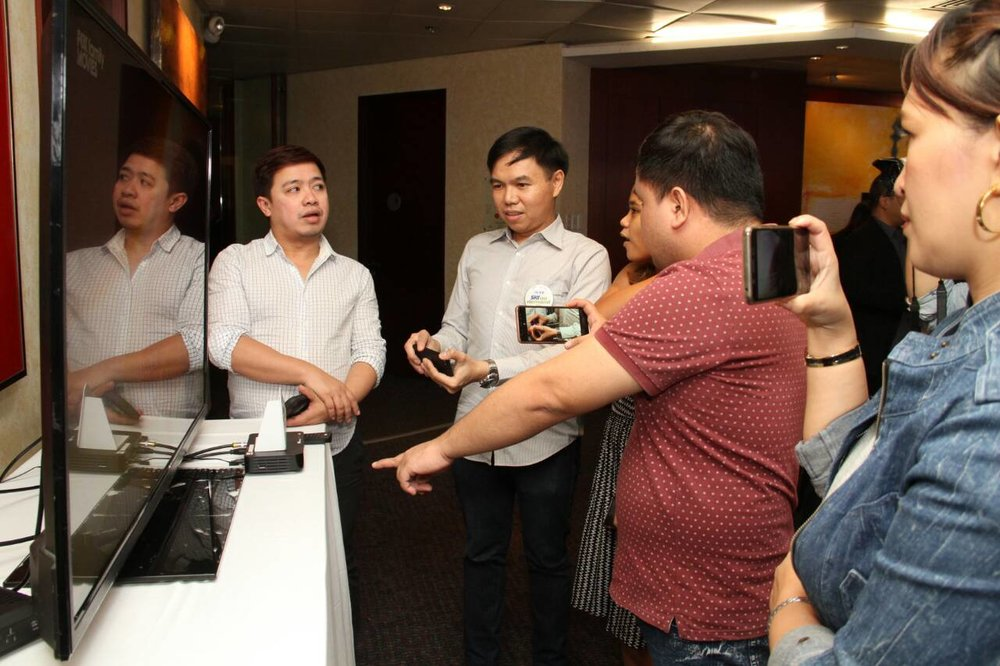 Members of the press, bloggers, and other mediamen take a quick look at SKY's newest cable box