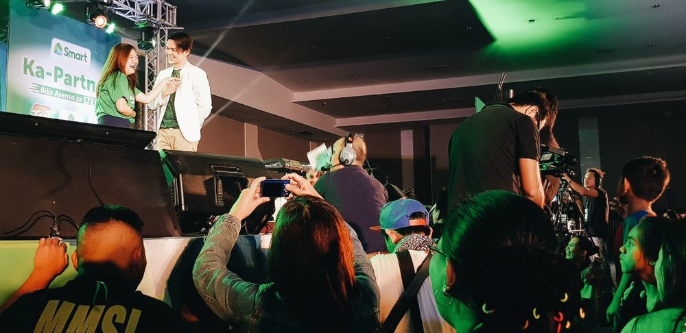 Actor Carlo Aquino serenades a Smart Ka-Partner retailer onstage, to the delight of the audience at the Smart Ka-Partner retailers convention in Davao City.