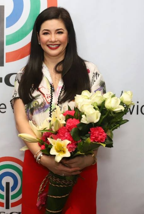 The ABS-CBN management welcome Regine warmly
