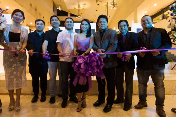 Hope for Lupus Foundation founder DOJ Undersecretary Emmeline Aglpay-Villar cuts the ribbon to open officially Scarred but not Scared, a photo exhbit at the Greenbelt 5 exhibition area. With him are the supporters of the foundation and DPWH Secretary Mark Villar
