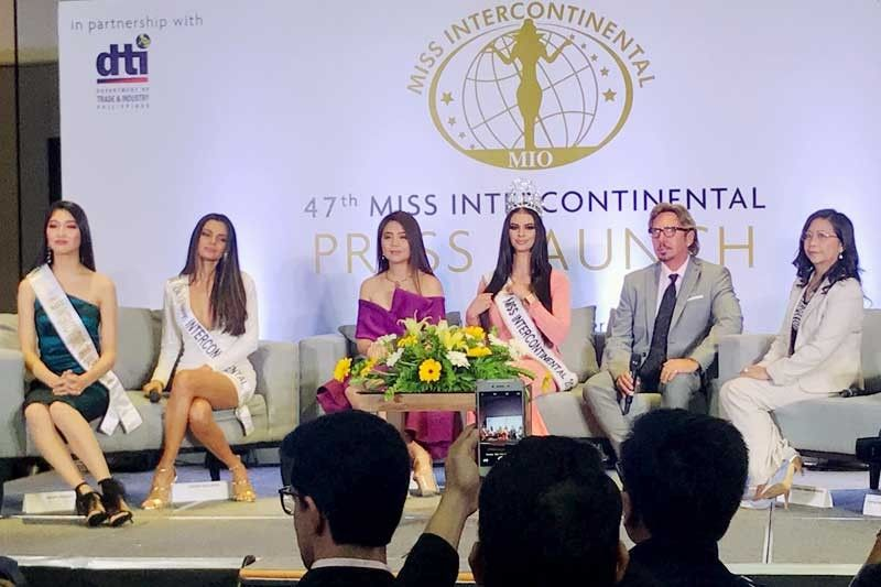 Veronica Salas Vallejo (center), reigning Miss Intercontinental, with MIO CEO Detlef Tursies (2nd from left), Miss Intercontinental Japan CEO Joanna Leonisa Gimena Miyamae (extreme left),018 Miss Intercontinental Japan Akari Maeda, 2018 Bb. Pilipinas Intercontinental Karen Gallman, Miss Intercontinental Japan COO Kumi Miyamae during the announcement that the pageant will be held in Manila instead of Tokyo at the Conrad Hotel