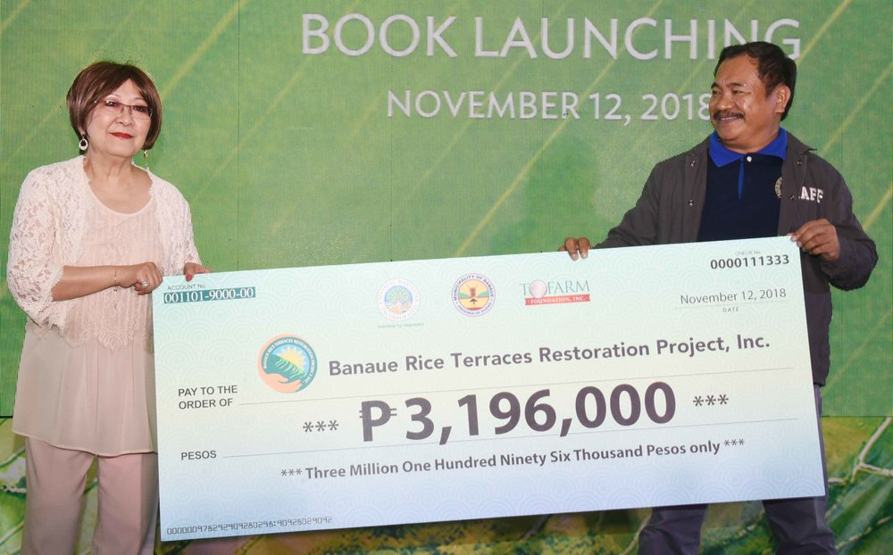 Dr. Milagros O. How holding a check raised by herself from Good Samaritans, mostly friends and business associates presented to Banaue Municipal Mayor Jerry U. Dalipog.