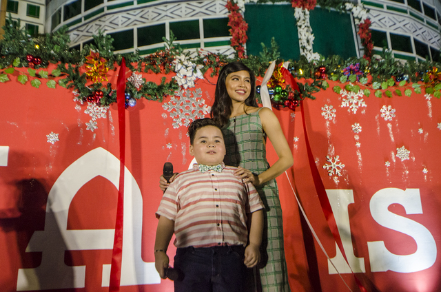 Eat Bulaga's Baste and Maine Mendoza ushered in the return of the COD Christmas animated display at the Araneta Center
