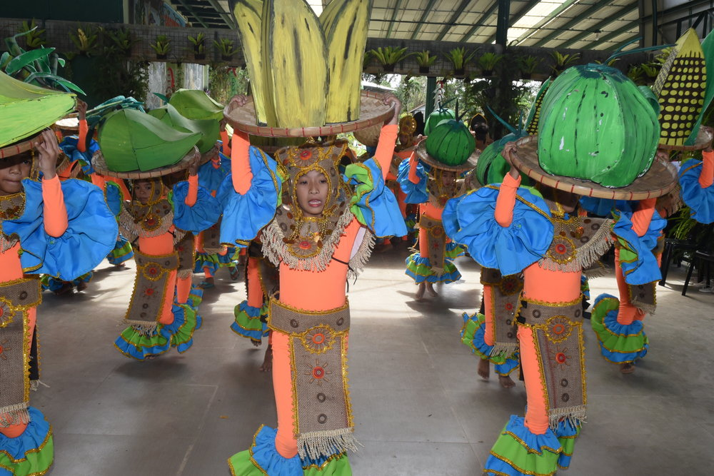 High school students performed a dance number showing farm produce in the tune of bahay kubo.