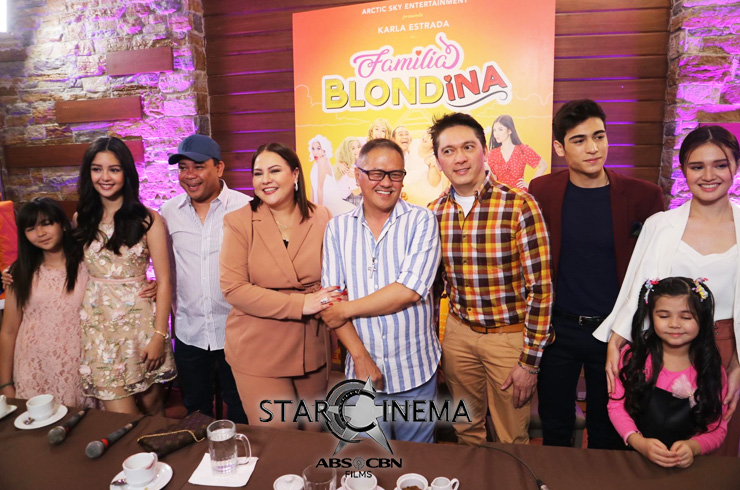 The cast of the movie with Karla Estrada (fourth from left) and Jerry Lopez Sineneng (beside her on the right)