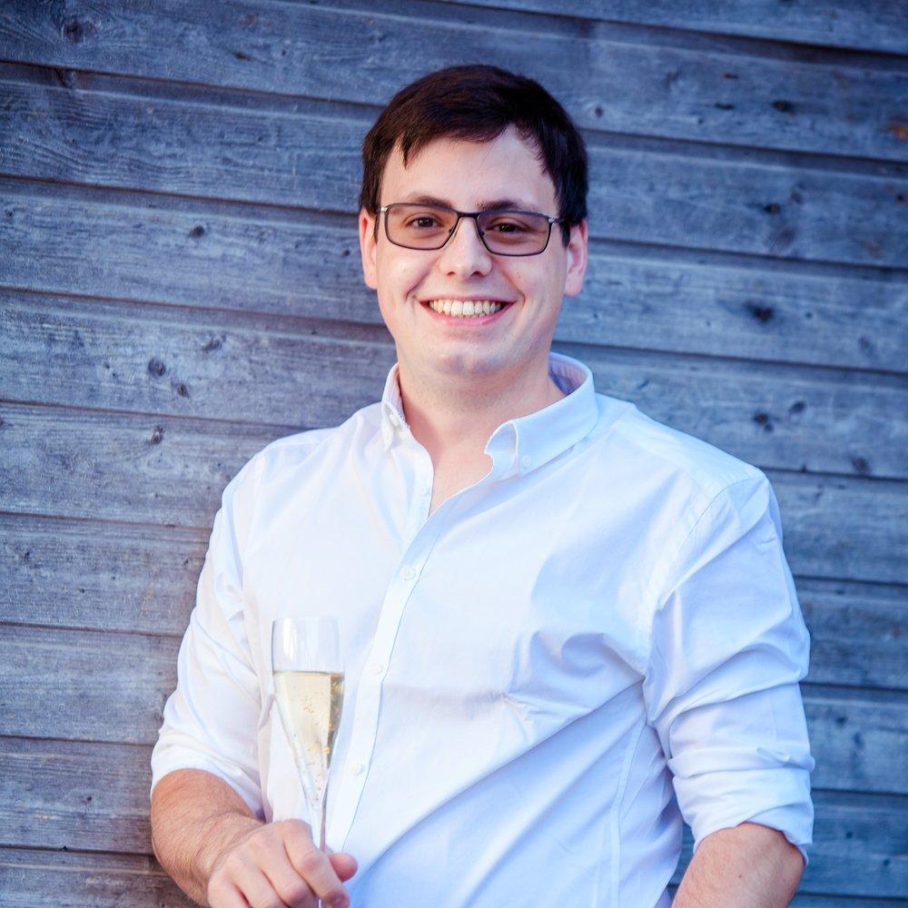 Gerald Moser-FürstAusbildungsorgani sation - Fluglehrer, Ausbildung, Flubetriebmoser-fuerst@inode.atLieblingsfluggerät: Discus