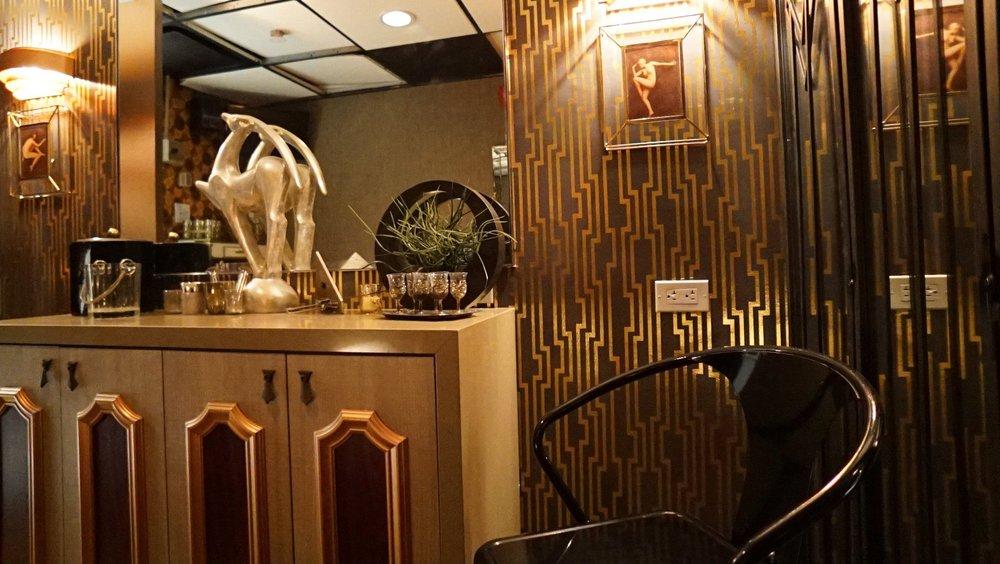 Art Deco Stepback Dressing Room