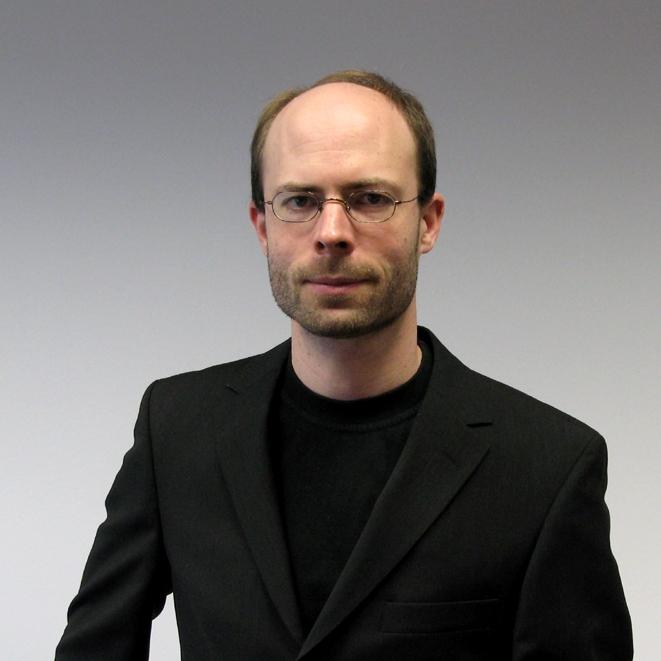 Bodo Rosenhahn ist seit 2008 ordentlicher Professor der Informatik an der Universität Hannover und leitet eine Forschergruppe die sich mit den Themen Bildinterpretation, Computer Vision und Machine Learning befasst. Vorher war er Postdoc an der University of Auckland und als Senior Researcher am Max-Planck Institut für Informatik in Saarbrücken. Für seine Arbeiten hat er viele verschiedene Auszeichnungen bekommen, unter anderem den DAGM Hauptpreis 2005 & 2007, Olympus Preis 2007, den WACV 2015 Challenge Award und die CVPR 2017 Multi-Object Tracking Challenge. In 2011 hat die Europäische Kommission Bodo Rosenhahn mit dem 1,43 Millionen Euro ERC-Starting Grant ausgezeichnet und 2013 mit dem POC Grant. Er hat mehr als 180 wissenschaftliche Arbeiten veröffentlicht in Form von Publikationen, Journal Artikeln und Büchern. Derzeit hält Prof. Bodo Rosenhahn mehr als 10 Patente.