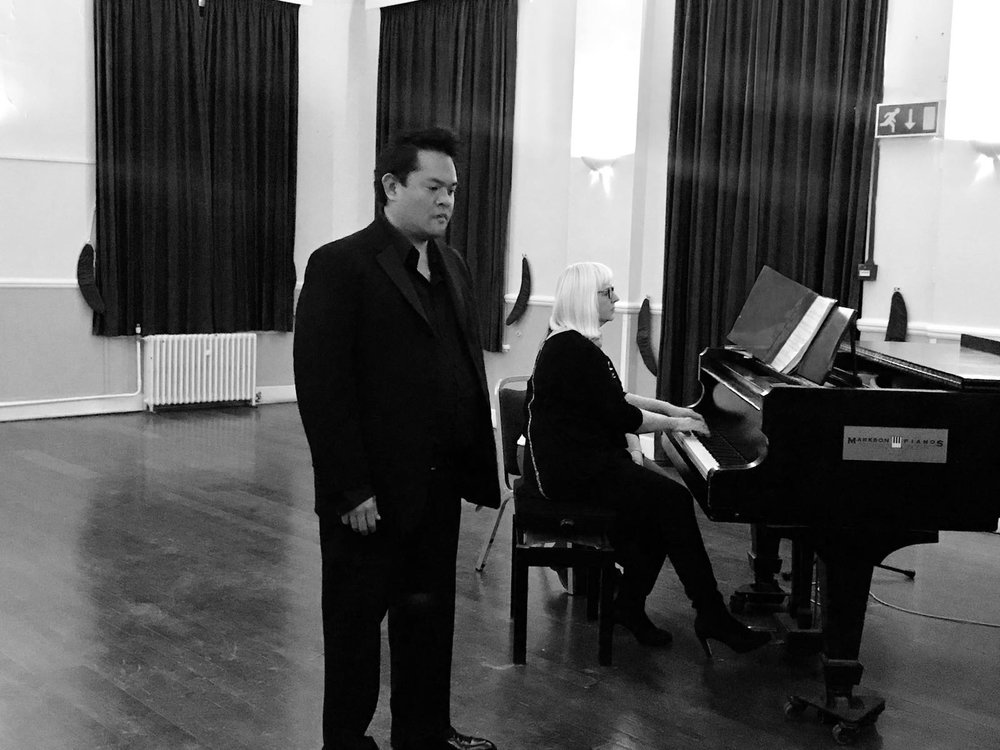 Operatic tenor Benjie del Rosario performs from Tchaikovsky's 'Eugene Onegin, accompanied by  musicspace_woolwich  Director, Emma Bond