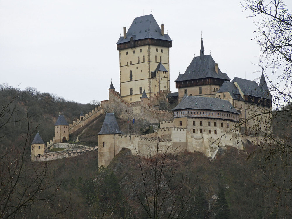 czech-republic-karlstejn-castle-zoom.jpg