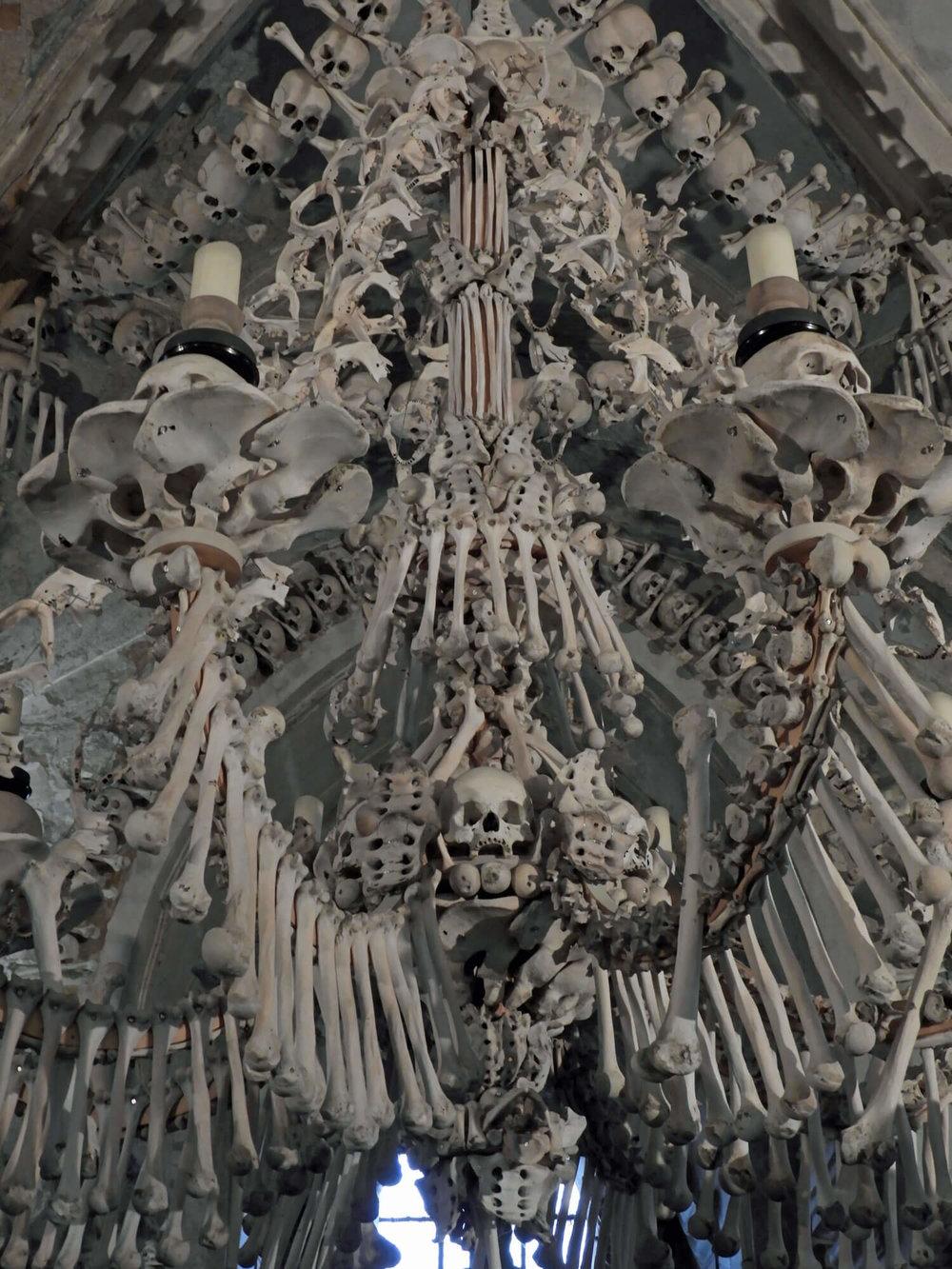 czech-sedlec-ossuary-chande.jpg