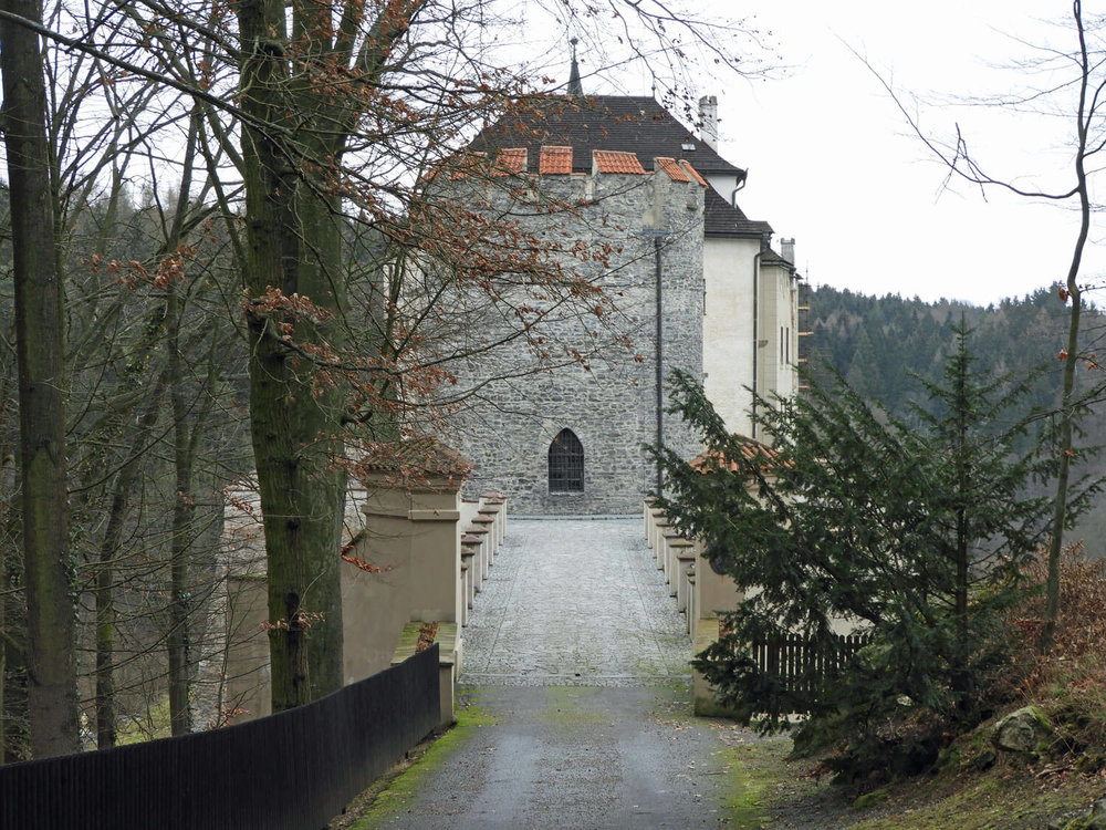 czech-cesky-sternberk-castle-bridge-tower-gate.jpg