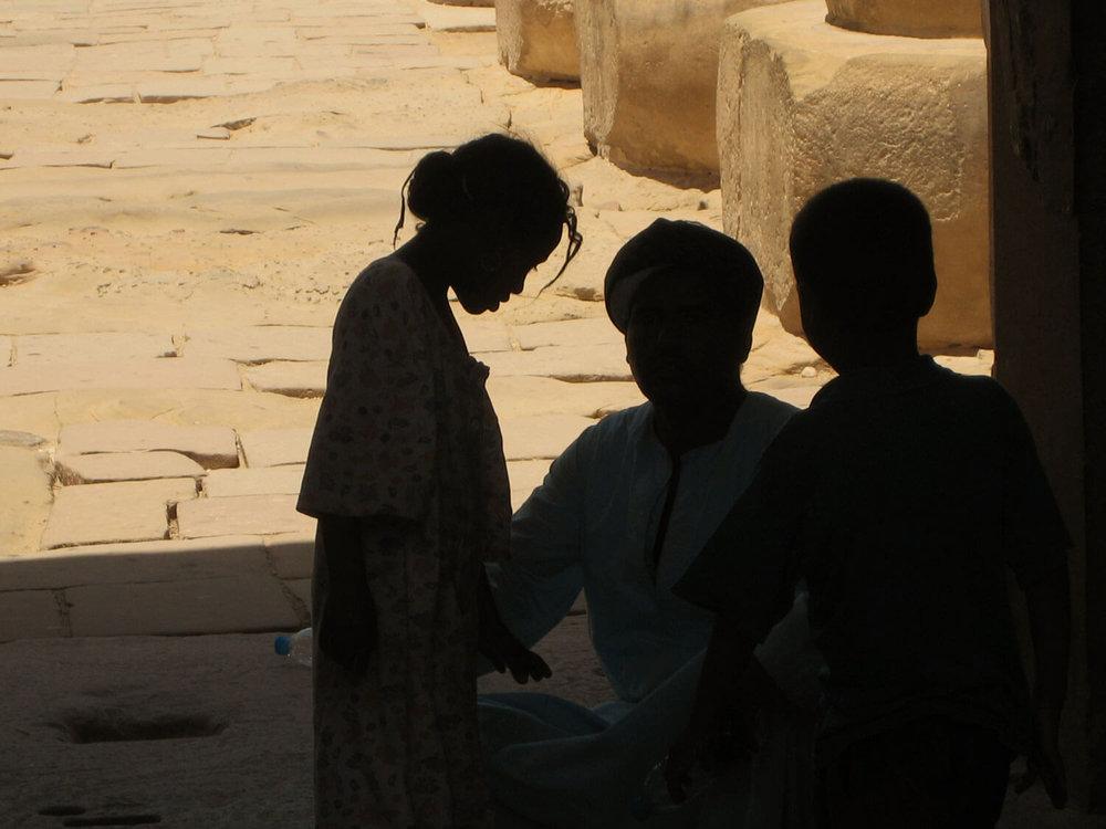 egypt-luxor-family-arab.jpg