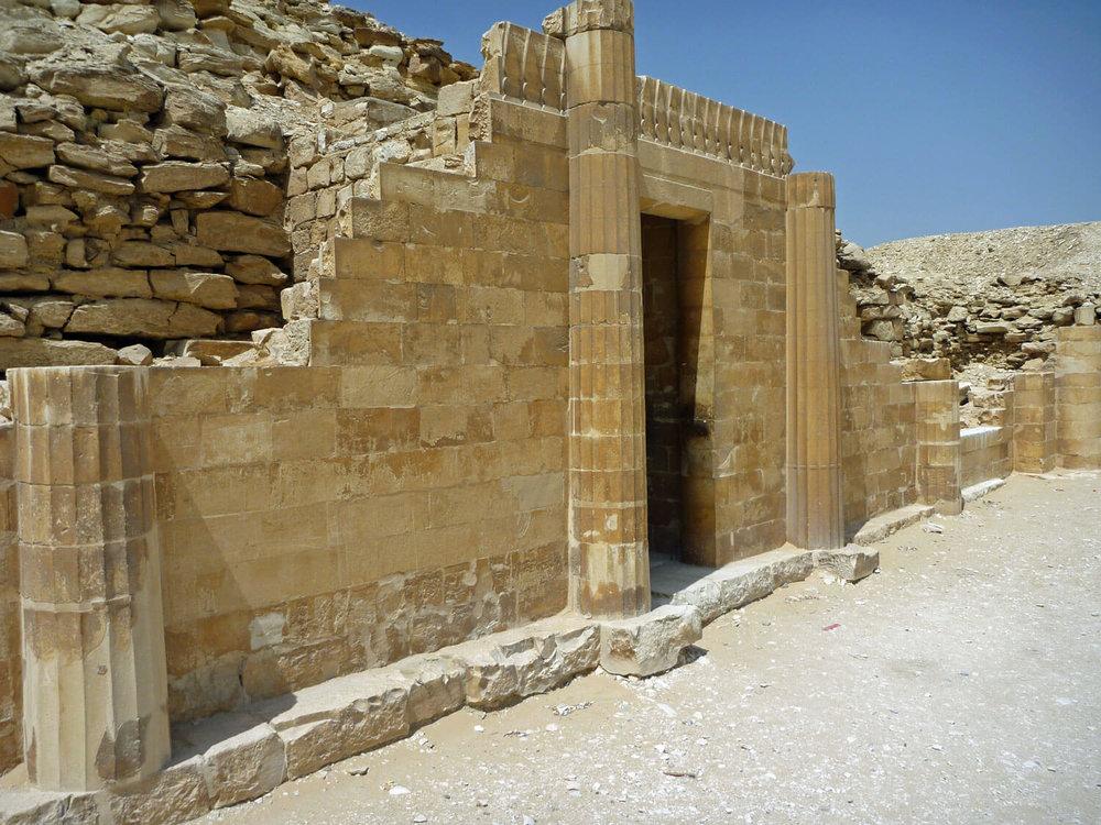 egypt-cairo-saqqara-sakkara-tomb-ruins-archeology.jpg