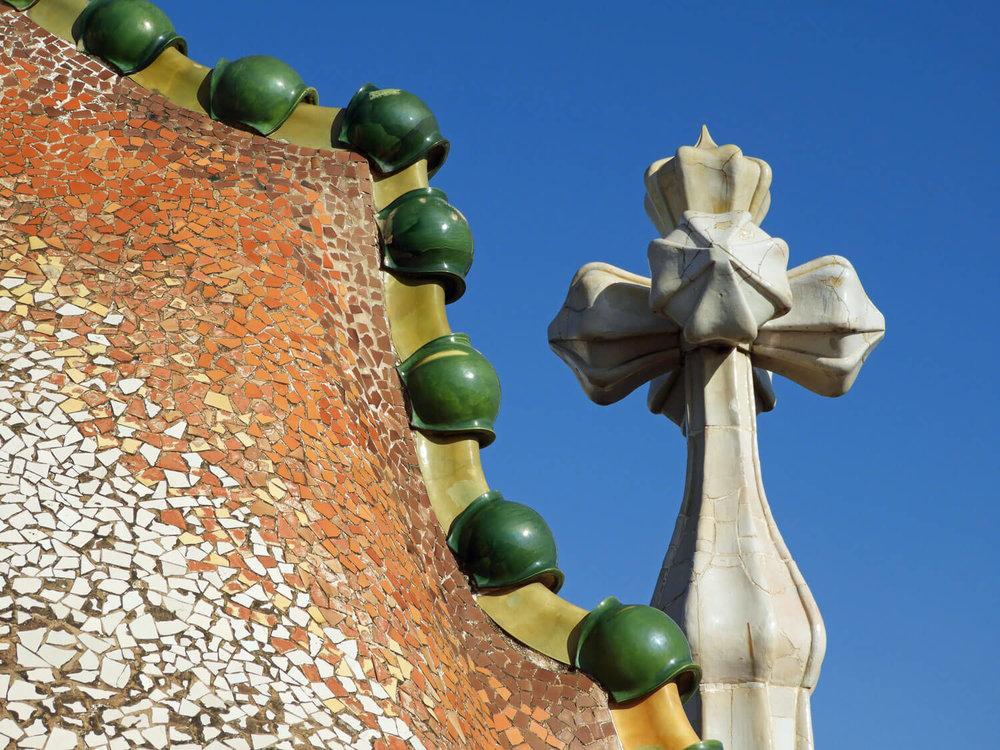 spain-barcelona-batllo-roof-tile-exterior.jpg