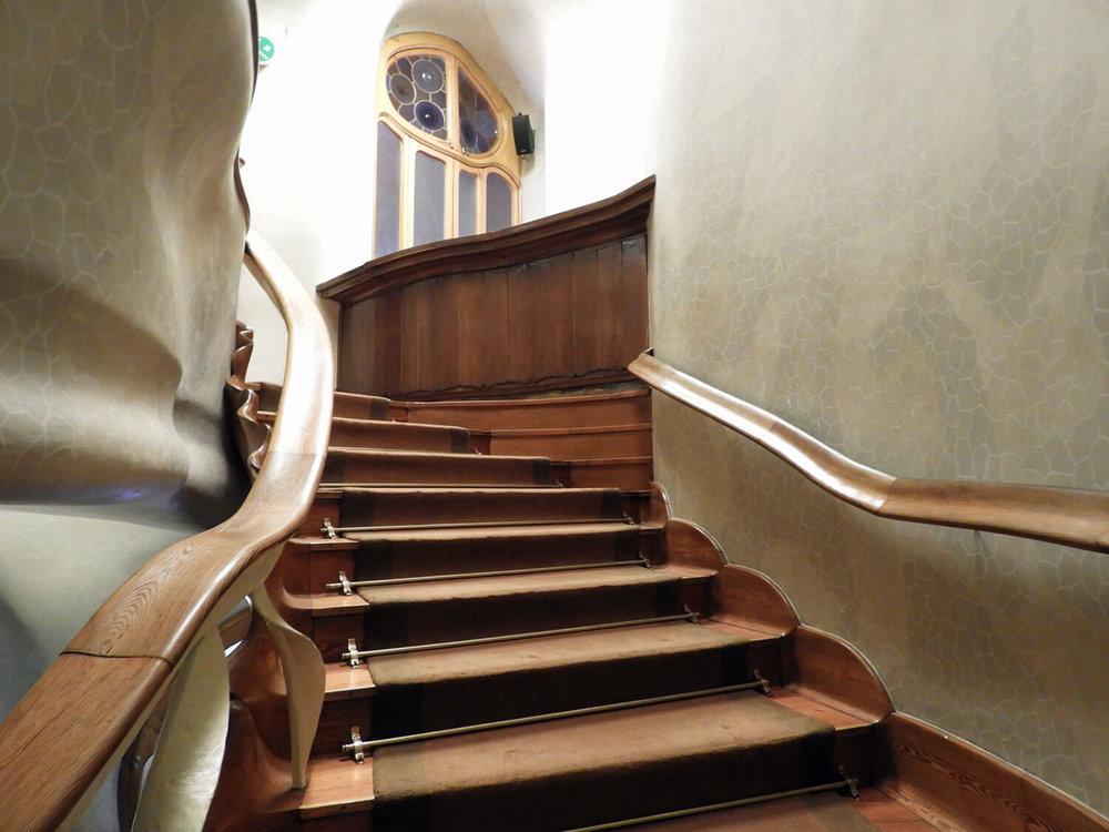 spain-barcelona-batllo-stairwell-stairs-interior.jpg