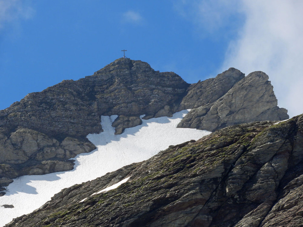 liechtenstein-malbun-naapfkopf-hike-peak-mountain-cross.jpg