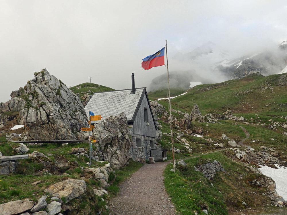 liechtenstein-malbun-naapfkopfhike-hut-trail-peak.jpg