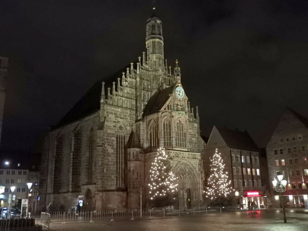 germany-nuremberg-alstadt-frauenkirche-old-town-church-nightime.jpg