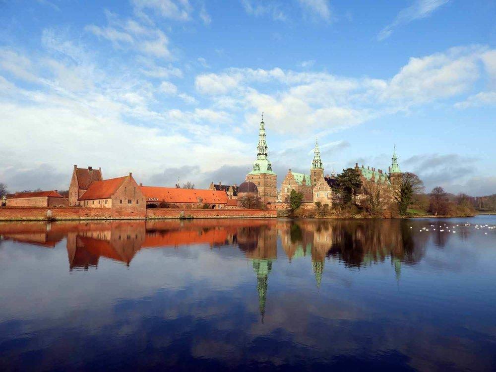 denmark-frederiksborg-slot-castle-reflection-bluesky-lake-slotssoen-hillerod.JPG