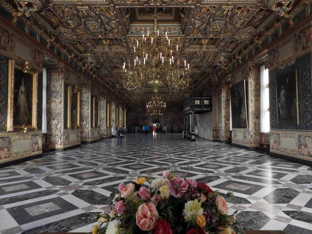 denmark-frederiksborg-slot-castle-interior-tour-grand-hall-great-furniture-painting-gold.JPG