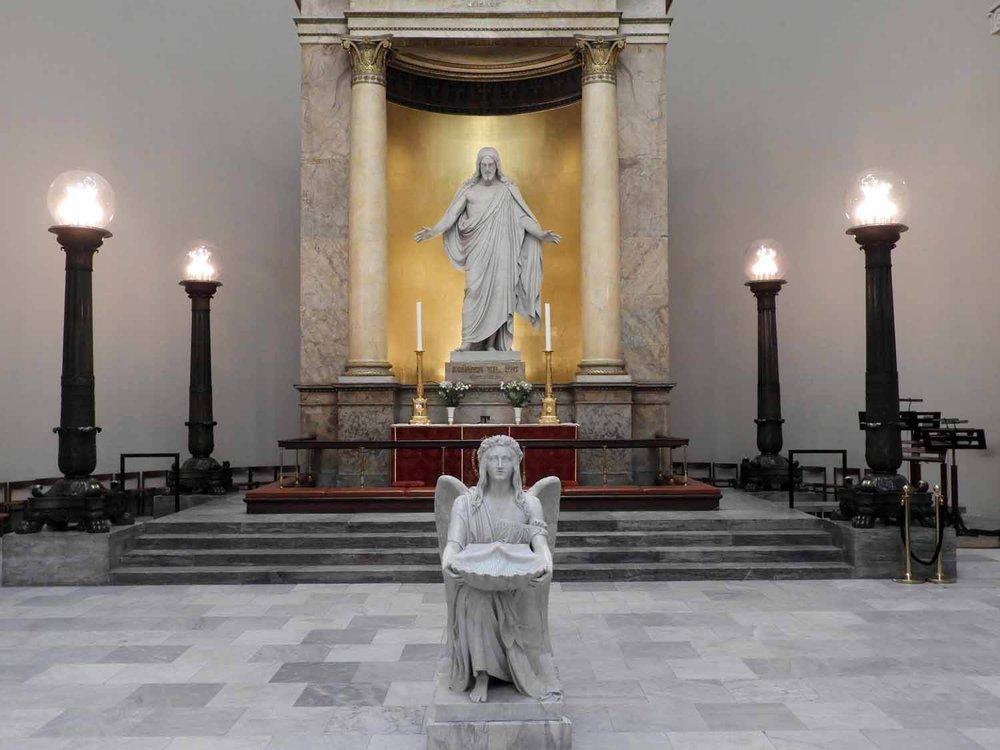denmark-copenhagen-vor-frue-kirke-jesus-christus-gold-thorvaldsen-candelabra-angel.JPG