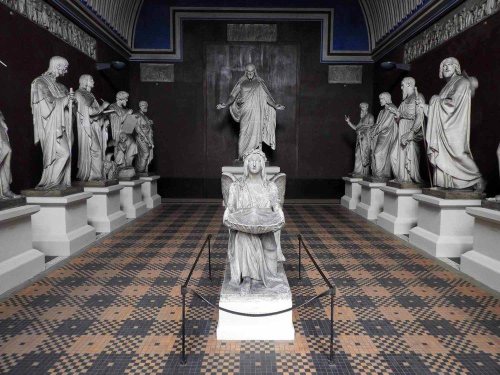 denmark-copenhagen-thorvaldsen-museum-plaster-christus-12-apostles-angel-baptistry.JPG