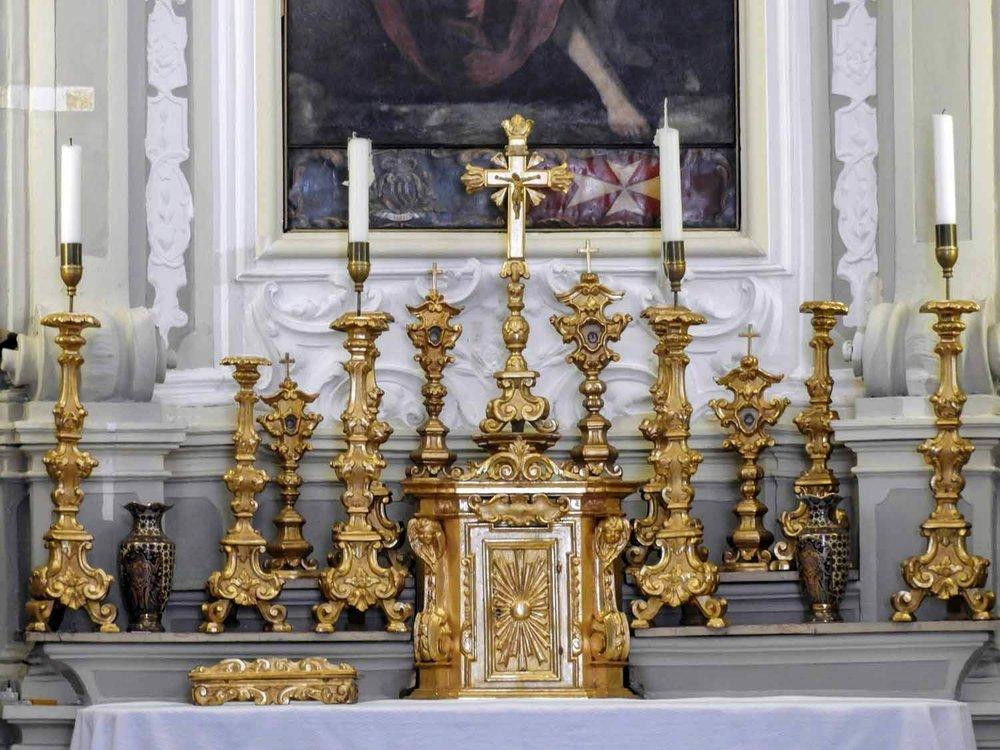 san-marino-micro-nation-basilica-national-interior-gold-candelsticks-cross-alter.jpg