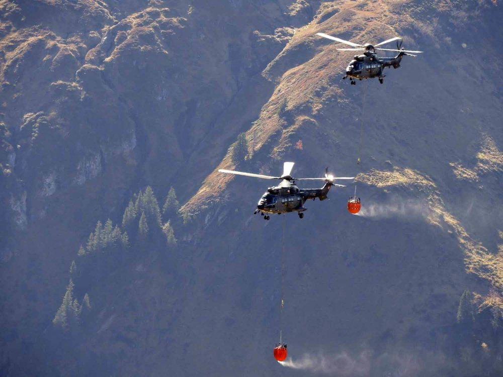 switzerland-axalp-swiss-air-force-super-puma-helicopter (5).jpg