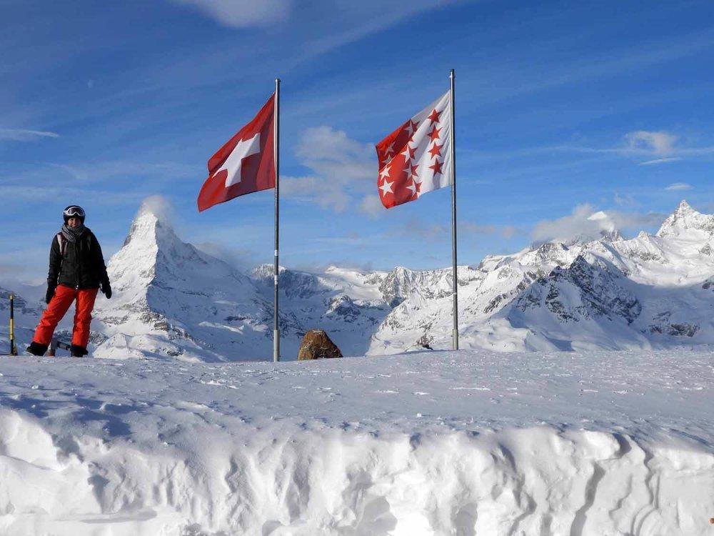 switzerland_zermatt_winter_snow_skiing_snowboarding _matterhorn_swiss_flags_morning_rothorn_piste.JPG