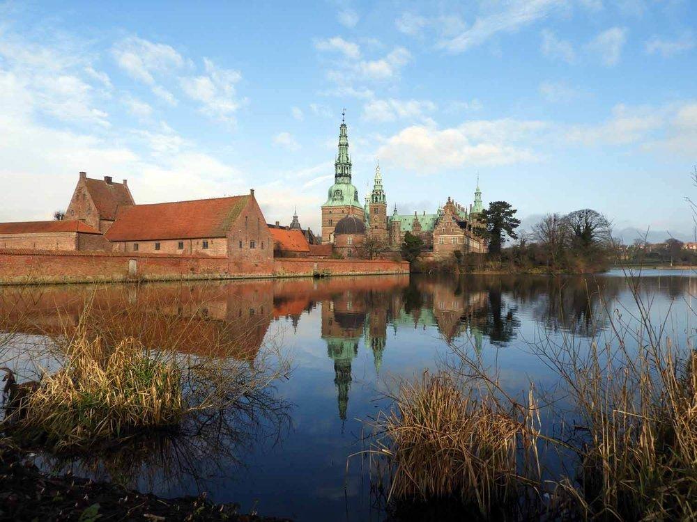 denmark-frederiksborg-slot-castle-reflection-blue-sky-lake-slotssoen-hillerod.JPG
