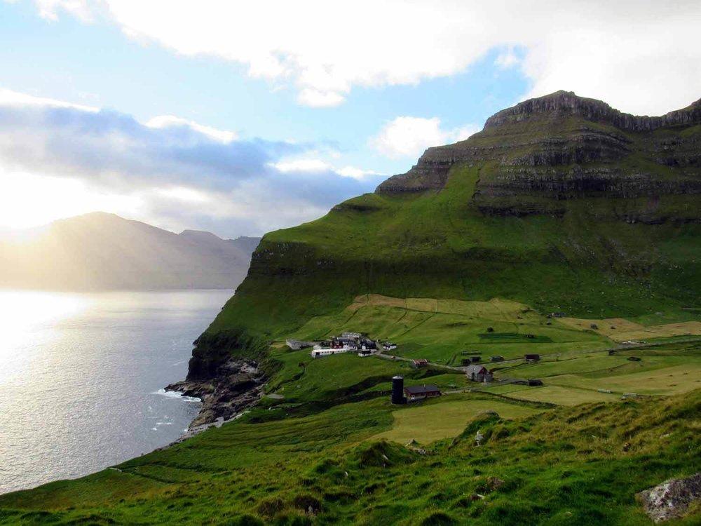 denmark-faroe-islands-kalsoy-trøllanes-trollanes-hike-greenery-village.jpg