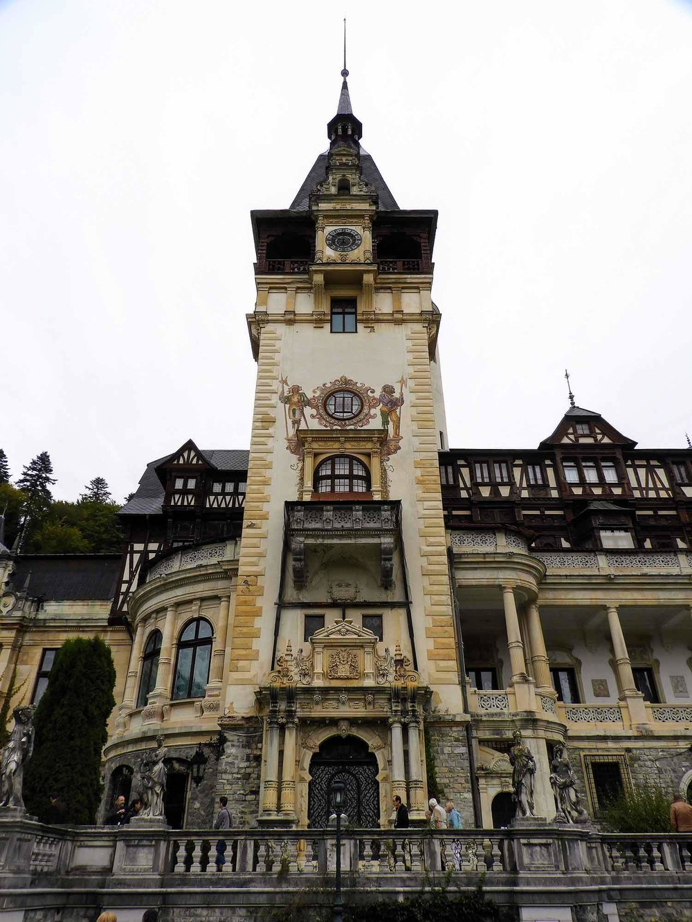 romania-sinaia-peles-castle (1).jpg