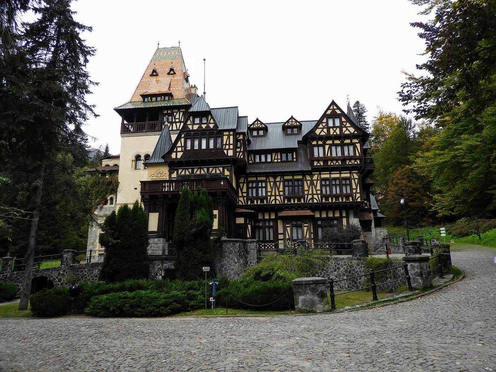 romania-sinaia-peles-castle (2).jpg