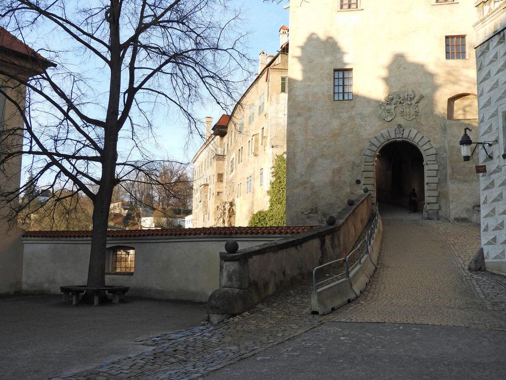 czech-cesky-krumlov-castle-ramp-gate.jpg