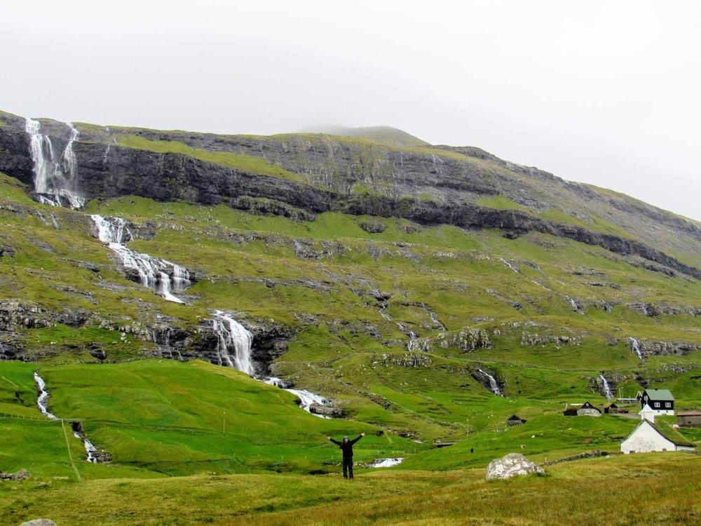 denmark-faroe-islands-streymoy-saksun-horses-waterfall-valley-gorgeous-houses (3).jpg