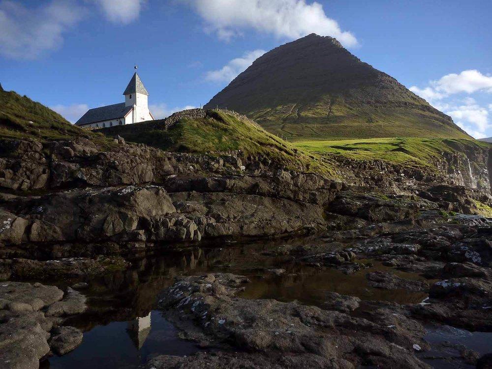 denmark-faroe-islands-vidoy-vidareidi-viðareiði-kirkja-shore-ocean.JPG