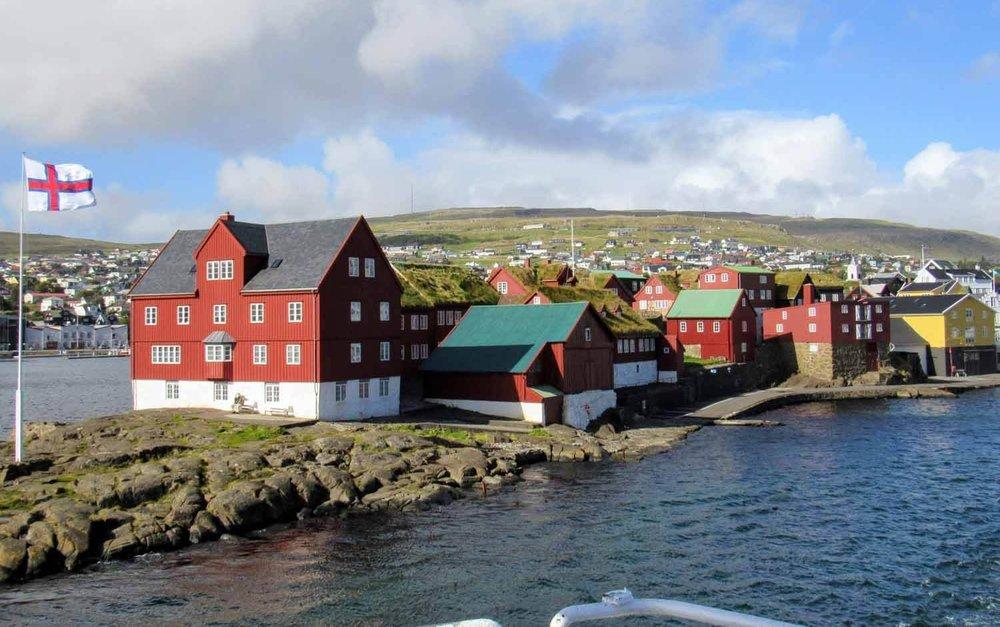 denmark-faroe-islands-torshavn-tinganes-harbor-flag.jpg