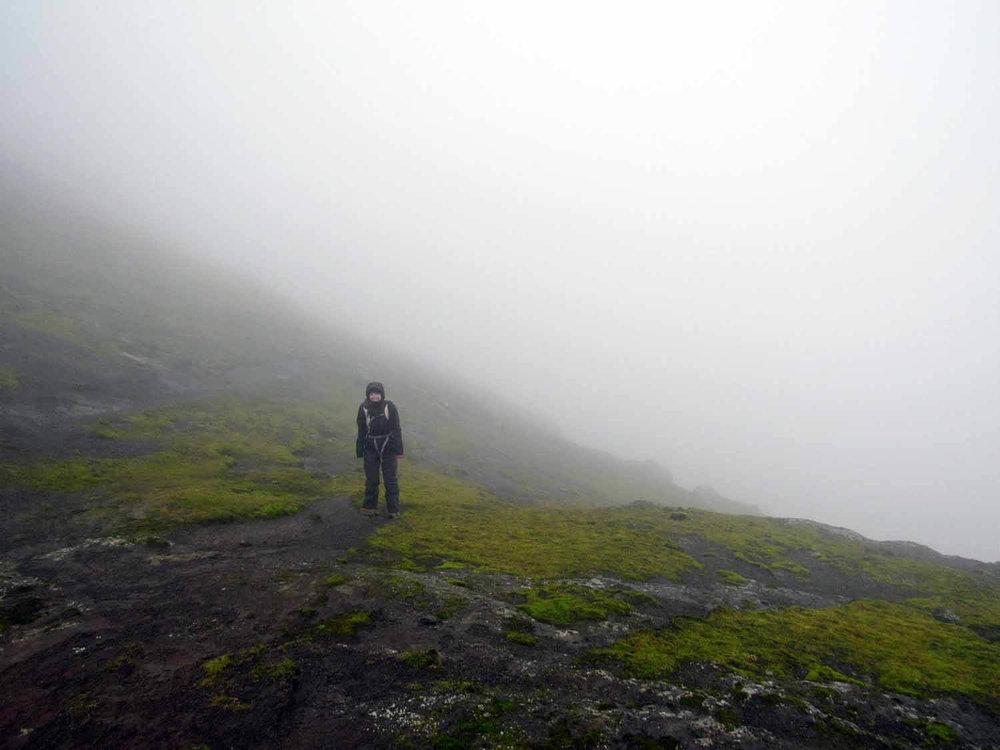 denmark-faroe-islands-eysturoy-slættaratindur-slaettaratindur-peak-highest-summit-hike-foggy-summit.jpg