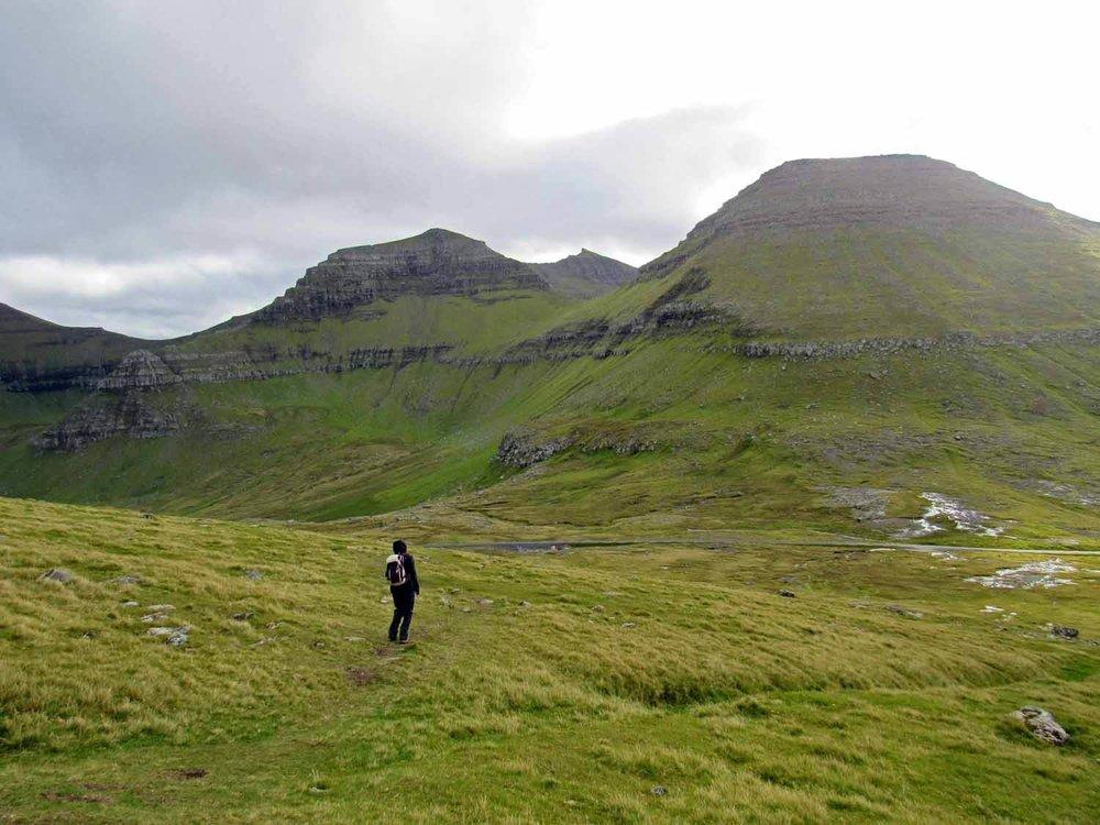 denmark-faroe-islands-eysturoy-slættaratindur-slaettaratindur-peak-highest-summit-hike-car-parking.jpg