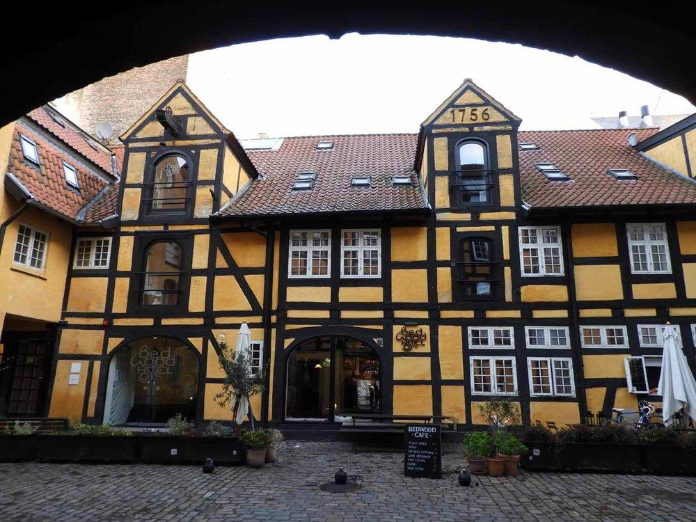 denmark-copenhagen-bedwood-hostel-timberframe-arch.JPG